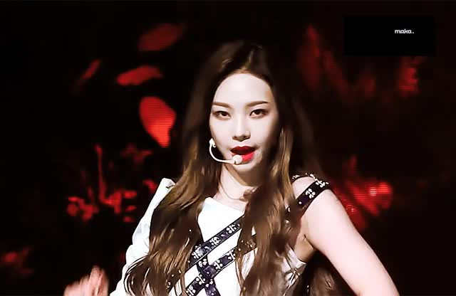 Watch and share 에스파 카리나 GIFs on Gfycat