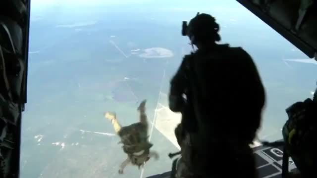 U S  Army Special Forces Green Berets - High Altitude Jump