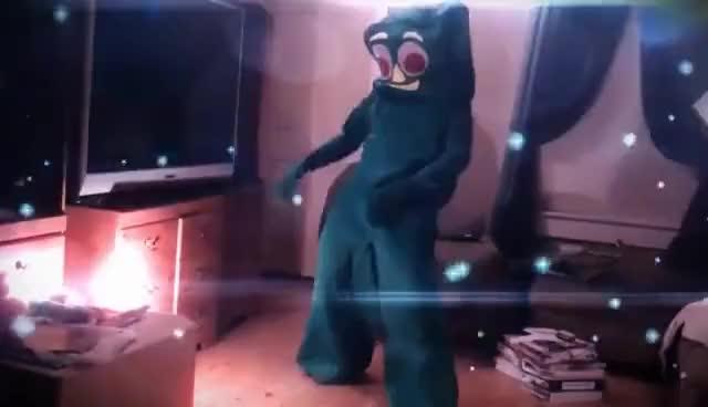 Nova Dances For Creature Carl