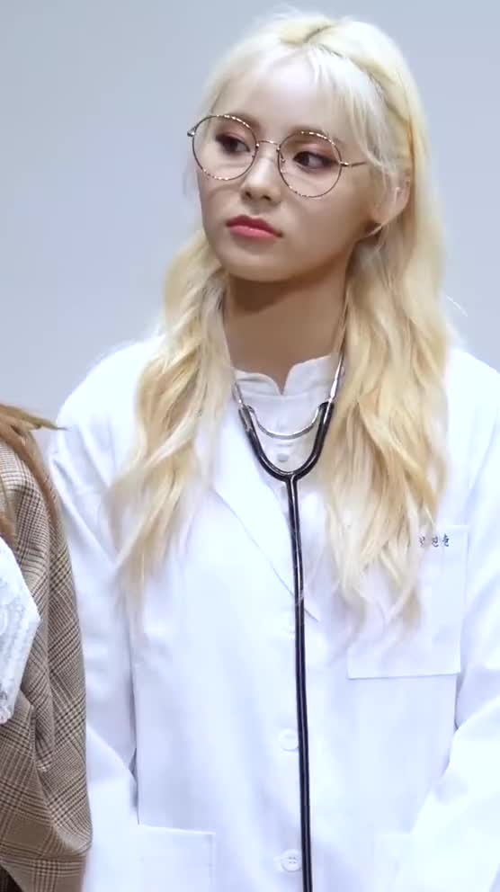Watch and share Jinsoul GIFs and Loona GIFs by Deeddi on Gfycat