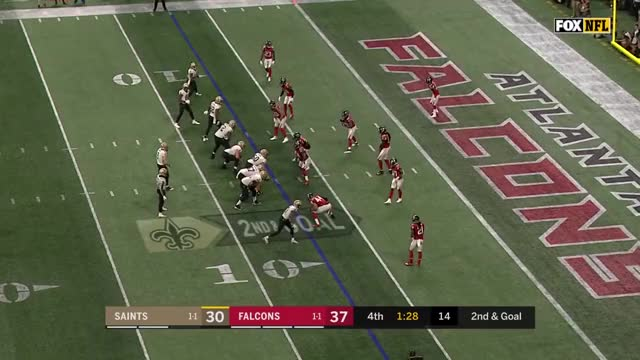 Drew Brees puts 2 defenders in a spin cycle for a TD