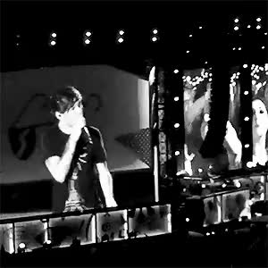 Watch and share Louis Tomlinson GIFs and Otra Columbus GIFs on Gfycat