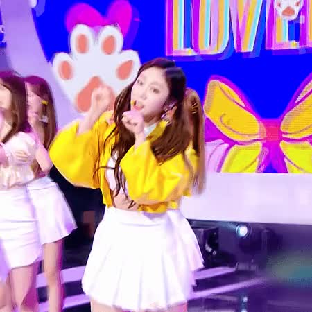 Watch and share Lovelyz GIFs and Jisoo GIFs by MrKunle on Gfycat