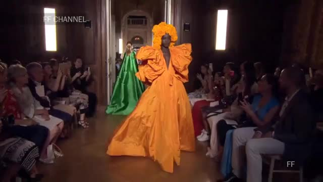 Watch this trending GIF on Gfycat. Discover more 19, FW, Rich, Womens, automne, falling, fashion, femme, fr, fran, full, luxury, models, paris, pfw, runway, savoir-faire, valentino, week, women GIFs on Gfycat