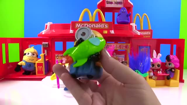 Watch Despicable Me 3 Movie Minions 2017 McDonald's Happy Meal Toys Set GIF on Gfycat. Discover more Fizzy, Friendly, McDonald, Minions, Show, agnes, children, collect, family, fun, funny, games, gru, minion, play, silly, surprise, toy, toys, video GIFs on Gfycat