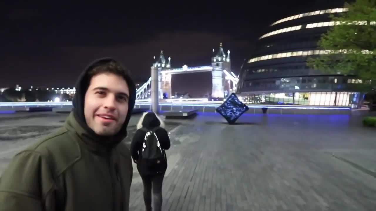 Alien, Chile, boricua, chilenos, covenant, influencer, london, londres, puertorrique, space, spaces, viaje, vlog, vlogger, vloguero, youtube, youtuber, Me fui sin pagar de restaurante en Londres (NUNCA lo hagan) - Vlog 159 GIFs