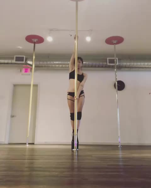 love that women take pole classes to stay in shape now lol