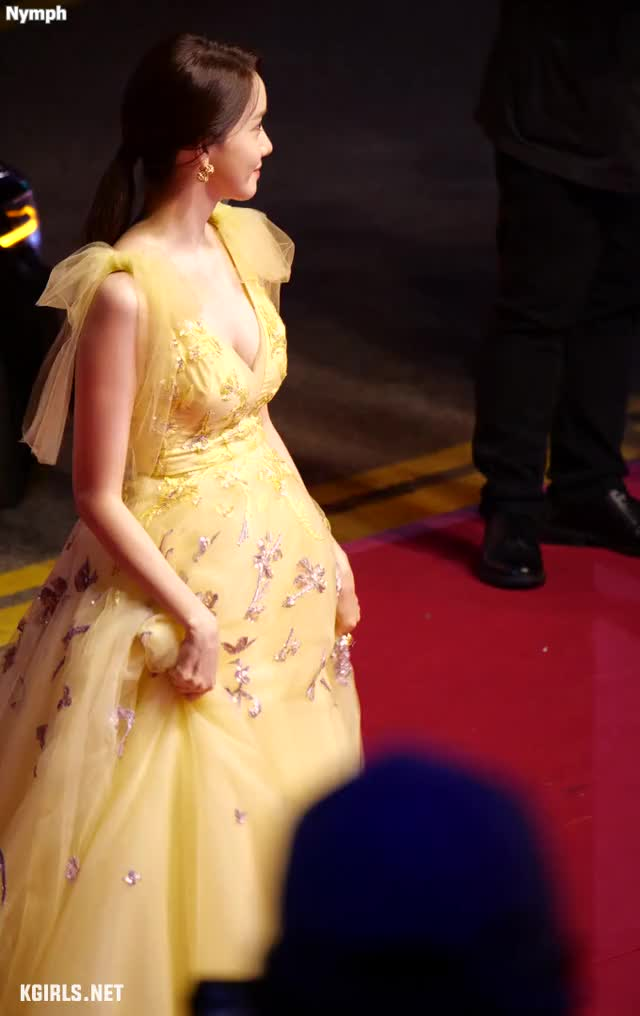 Watch and share Yoona-SNSD-191003 BIFF-2-www.kgirls.net GIFs by KGIRLS on Gfycat