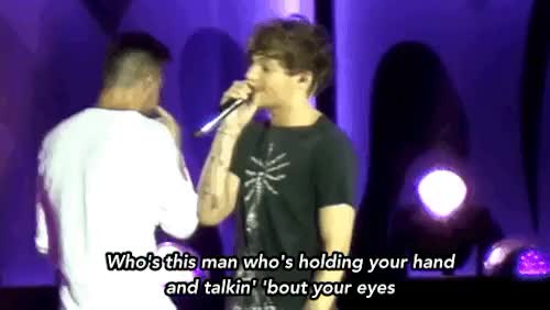 Watch 18 Aug 2015 GIF on Gfycat. Discover more 18 Aug 2015, 2015, Aug 2015, Columbus, Harry offscreen, Liam incidentally, Louis, Louis Tomlinson, OTRA, Stockholm Syndrome, yes Louis is looking in Harry's direction GIFs on Gfycat