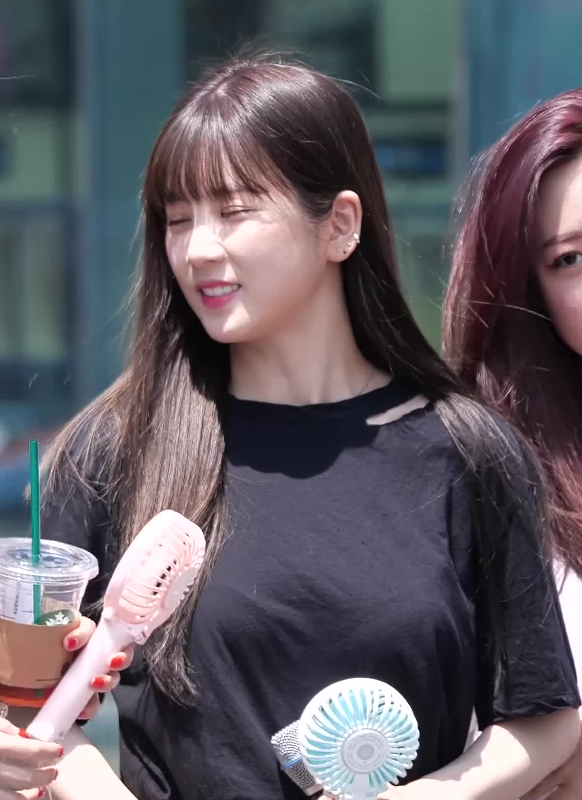 에이핑크, 초롱, Apink Chorong's Fan Lends a Hand Extended GIFs