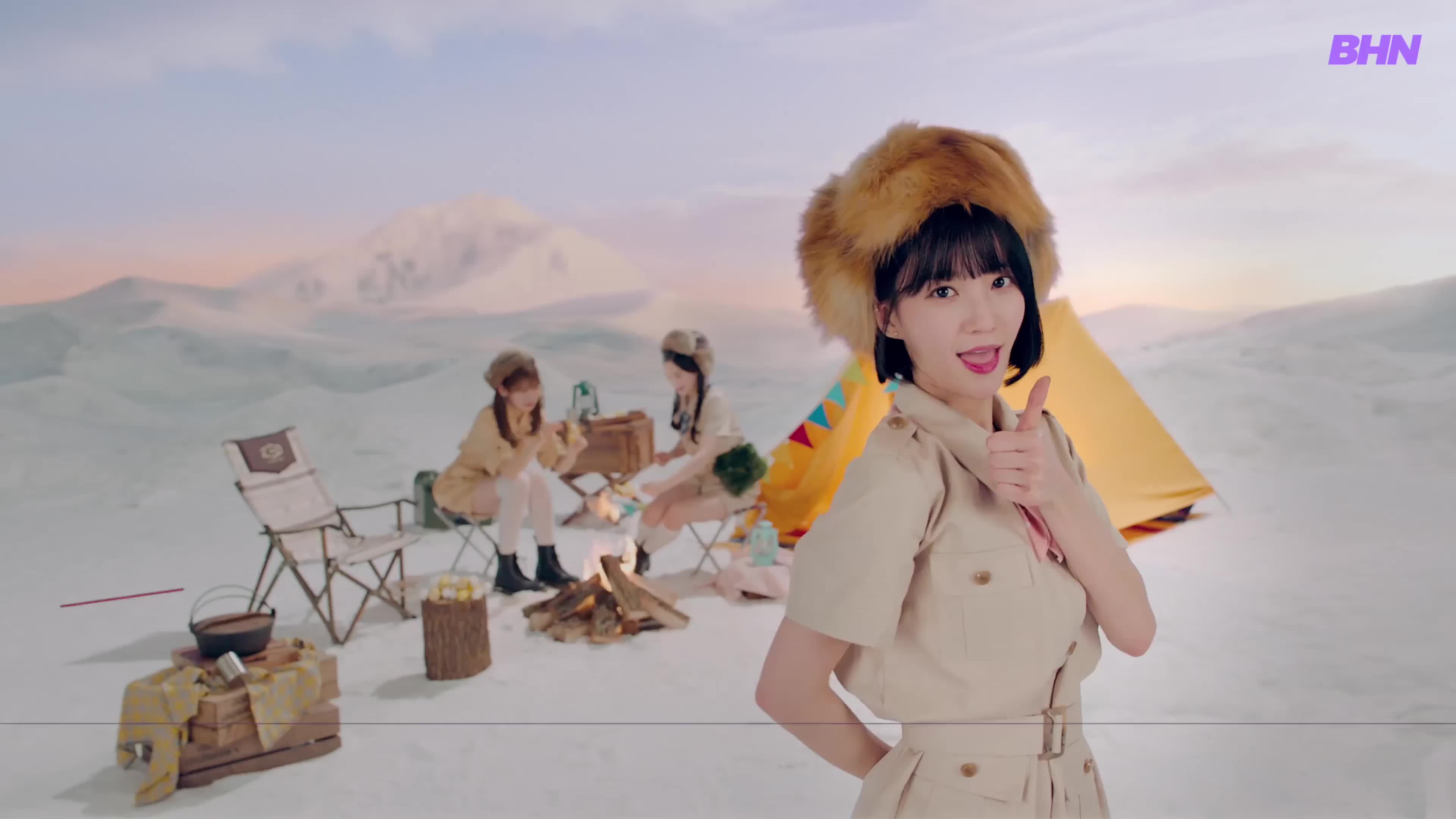 [MV] OH MY GIRL BANHANA(오마이걸 반하나) Banana allergy monkey 6 GIFs