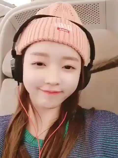 Watch and share 191028 OhMyGirl - Yooa GIFs by Roni on Gfycat