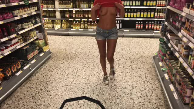 Grocery boobs flash