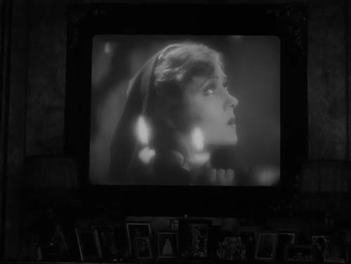 Watch 365 days. 365 films. GIF on Gfycat. Discover more 1950, Billy Wilder, Erich von Stroheim, Films watched in 2015, Gloria Swanson, Joe Gillis, Norma Desmond, Sunset Blvd., Sunset Boulevard, Wilder, William Holden, black and white, cinema, drama, elderly, film, film noir, gif, literature, ocho GIFs on Gfycat