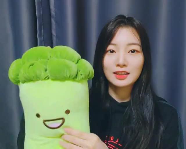 Watch and share Kuro Yeonhee Broccoli GIFs by kuro on Gfycat