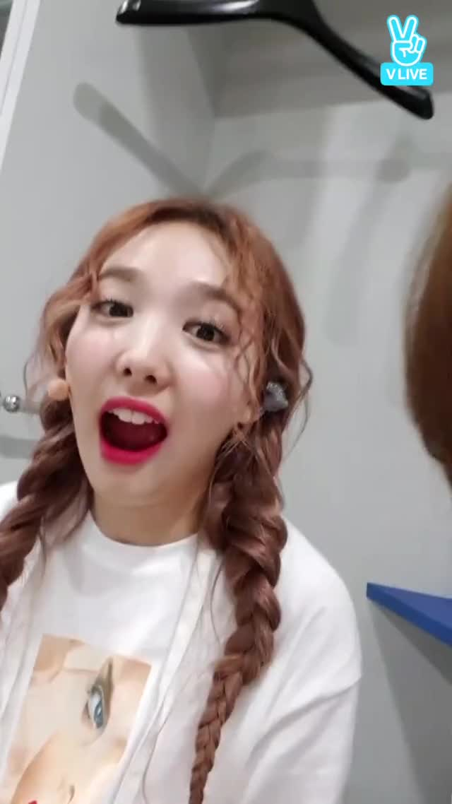 Watch and share [V LIVE] 모지? GIFs by nina on Gfycat