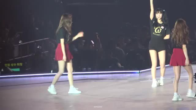 Watch and share 20190331 Twice Tokyo Dome Encore Jeongyeon Focus GIFs on Gfycat