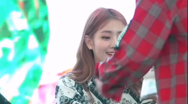 Watch Minnie smile gidle GIF by @jsoyeonidle on Gfycat. Discover more gidle, #minnie, #(G)I-DLE, #g-idle GIFs on Gfycat