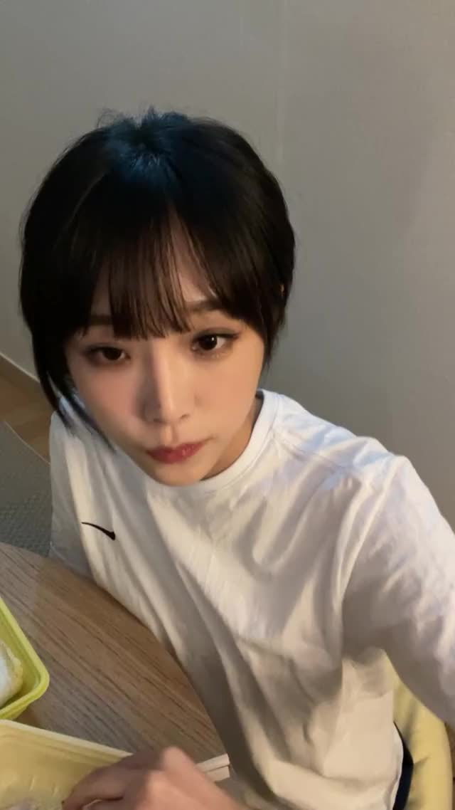 Watch and share 210813 최예나 (yena.jigumina) Instagram Live.H264.AAC.720p-슨스 - 2 GIFs by zzz on Gfycat