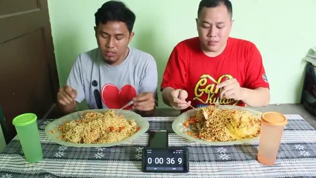 Watch MUKBANG CHALLENGE 20 INDOMIE ABANG ADEK 500 CABE INDONESIA | 15 TELOR | HABIS ? #EPS2 GIF on Gfycat. Discover more All Tags, Far, Mie, challenge, makan, mukbang, rezaoktovian, telor, twinsarthurs GIFs on Gfycat