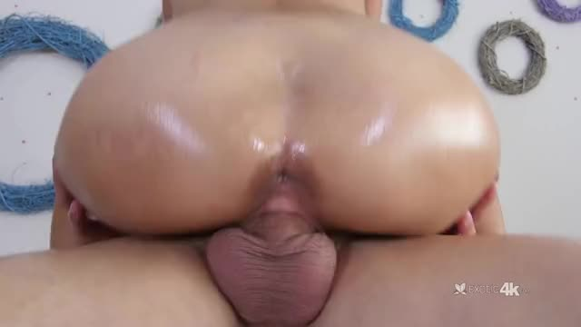 michelle Martinez riding and gripping