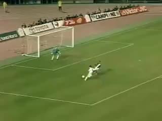 Watch and share Gol Raul - Real Madrid Vs Vasco Gama (2-1)- Intercontinental GIFs on Gfycat