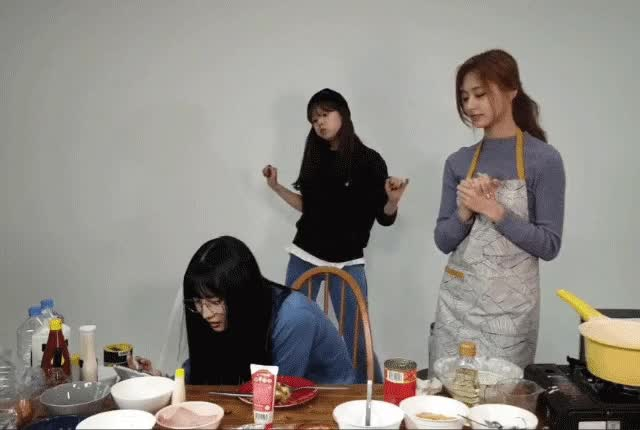 Watch Jeongyeon GIF by @ostrichyeon on Gfycat. Discover more jeongyeon, twice, vlive GIFs on Gfycat