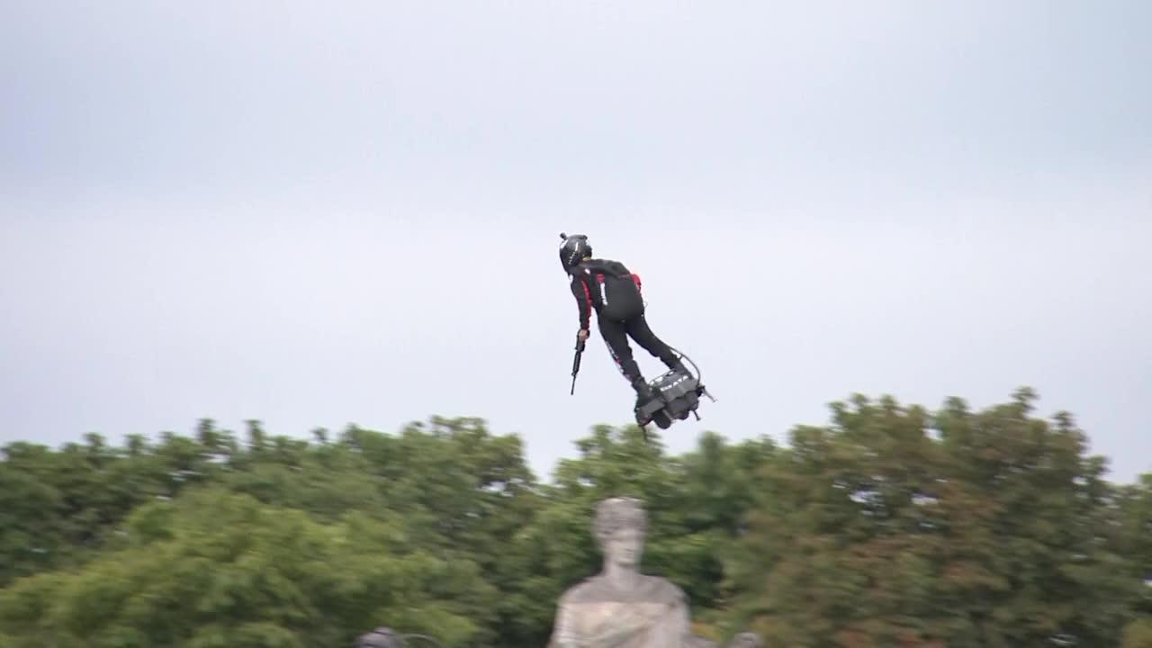 bastille day, happy bastille day, Video Flyboard Air Demonstration bei Militärparade in Paris GIFs