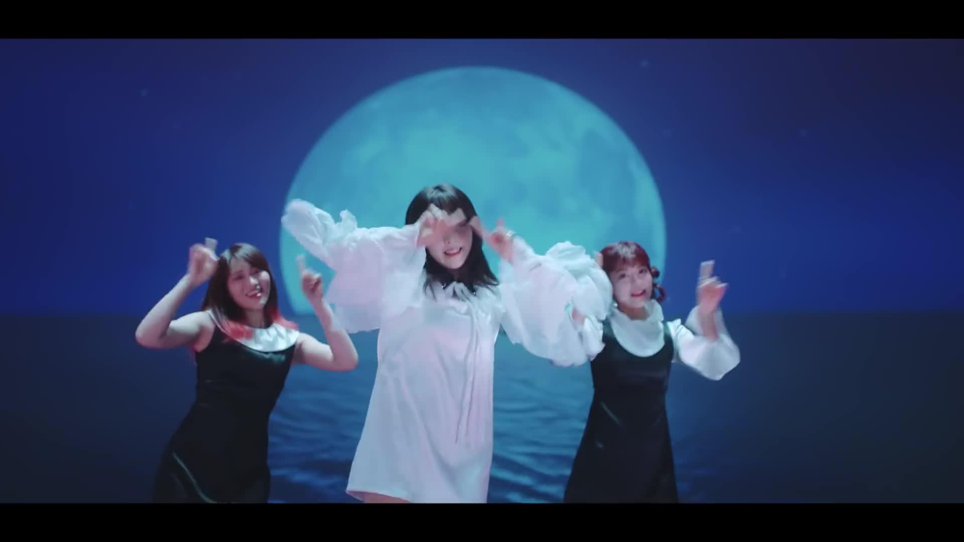 MV nhóm 3 diễn viên JAV: Như màn solo của cô nàng từng hứng 'gạch' vì khoe thân