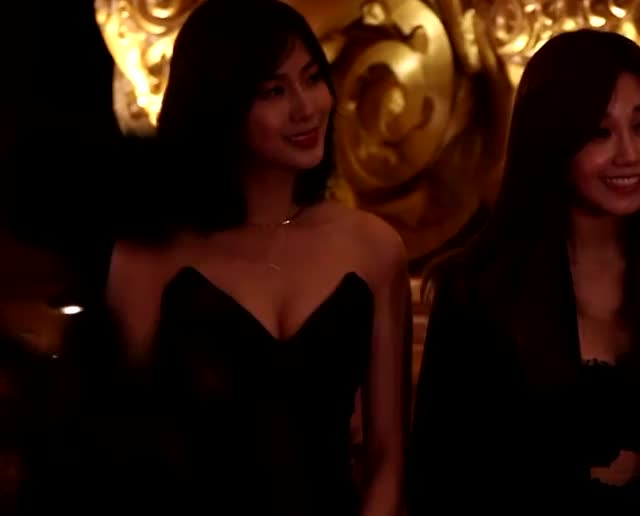 Apink Hayoung's Cleavage