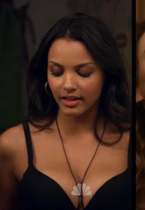 Jessica Lucas in 'Friends with Benefits' [S01E01] GIFs