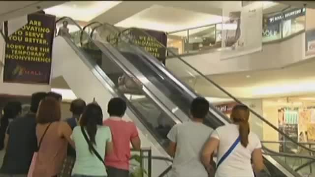Watch FlordeLiza: Escalator Accident | EP 91 GIF on Gfycat. Discover more 20150603online, 20180919online, Liza, abs-cbn, accident, beth, entertainment, flor, flordeliza, mall, philippines, showbiz, teleserye, ytopschay GIFs on Gfycat