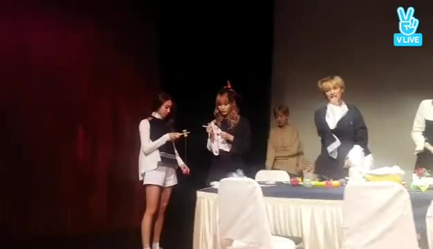 Watch and share Chaeyoung GIFs and Jeongyeon GIFs by jan on Gfycat
