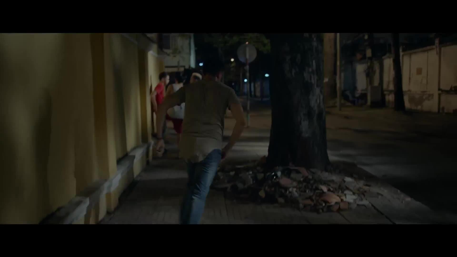 Hot boy nổi loạn 2 tung trailer mới dập tắt hoàn toàn sự mơ mộng và lãng mạn