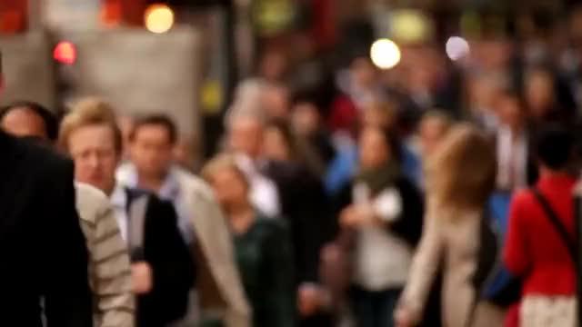 Watch and share Multitud De Personas Caminando En Londres GIFs on Gfycat