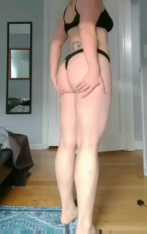 a little jiggle for your Friday.