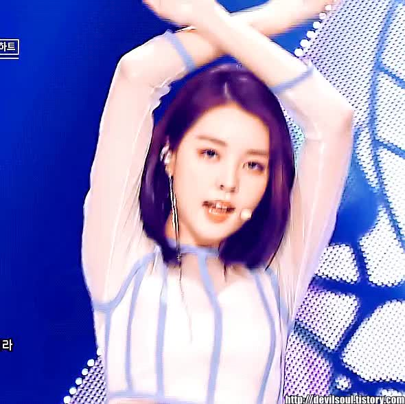 Watch and share Korean Girl GIFs and Celbs GIFs by 이상형월드컵-supercup on Gfycat