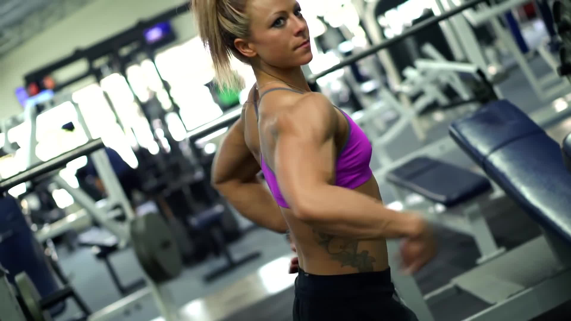 dani reardon, danielle reardon, fitandnatural, Dani Reardon - Days In The Universe - Chest Training at Beach Bodies GIFs