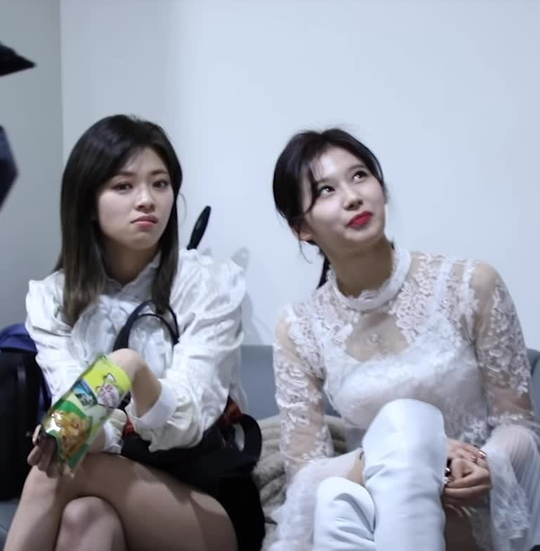celebs, jeongyeon, kpop, sana, twice, 사나, 정연, 트와이스, 트와이스 사나 정연 twice sana jeongyeon GIFs