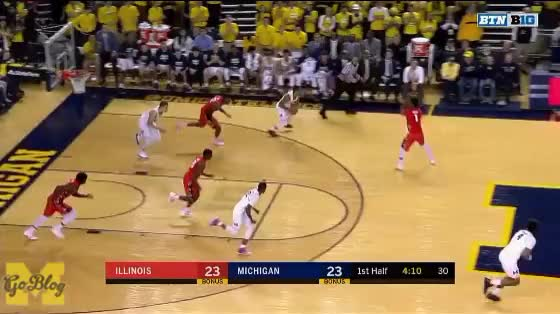 Watch Poole to Livers GIF by MGoBlog (@mgoblog) on Gfycat. Discover more 2017-18, Basketball, Illinois, Isaiah Livers, Jordan Poole, Michigan GIFs on Gfycat