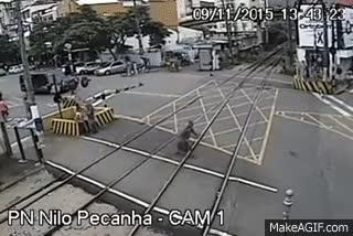 Watch and share Idoso É Quase Atropelado Por Trem Em Barra Do Piraí GIFs on Gfycat