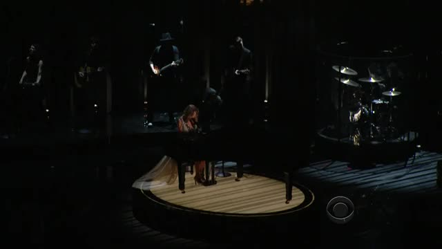 Taylor Swift - (01-26-14) Grammy Awards, Performing All Too Well