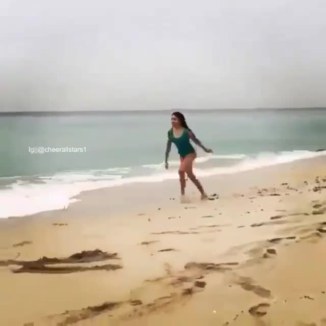 Watch Facebook video #181972045490359 GIF on Gfycat. Discover more BetterEveryLoop, funny, holdmycosmo GIFs on Gfycat