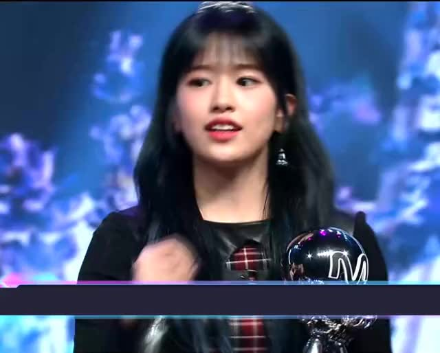 Watch and share Ahn Yujin GIFs and Bloomiz GIFs by zrnzrn on Gfycat