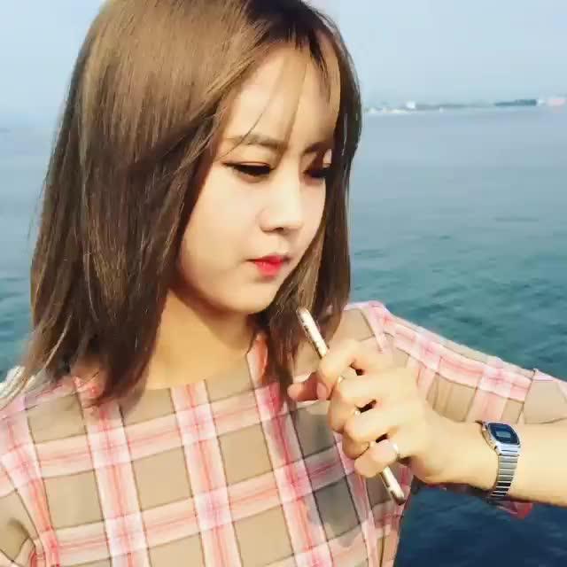 Watch Betsy flee GIF by Kwonsy (@kwonsy) on Gfycat. Discover more bestie, hyeyeon, instagram, kpop, sing GIFs on Gfycat