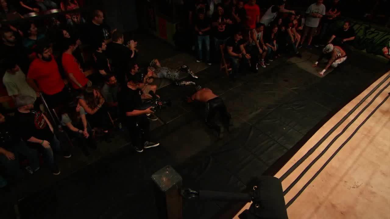 Fenix, LuchaUnderground, SquaredCircle, Lucha Underground - Fenix with a stiff dropkick on Drago! GIFs