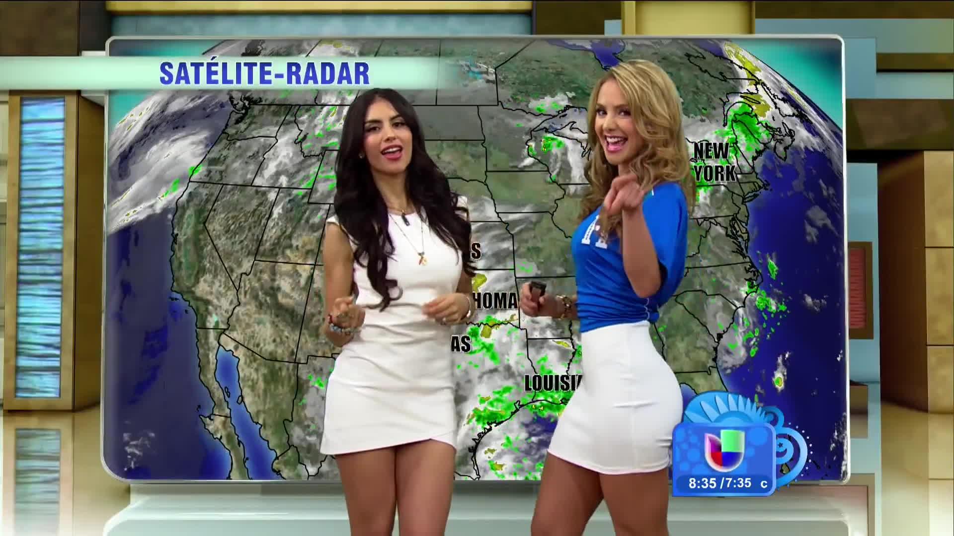 jessica cediel, newsbabes, ximena cordoba, Jessica Cediel and Ximena cordoba doing the sexy weather dance /r/NewsBabes GIFs