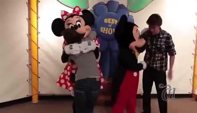Watch and share Capricho GIFs on Gfycat