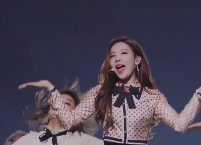 Watch and share Nayeon GIFs and Twice GIFs by itssarcazm on Gfycat