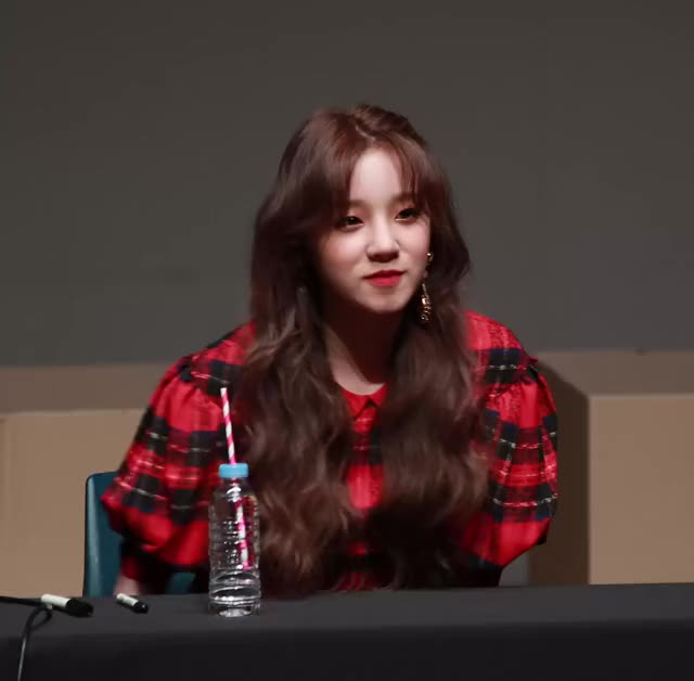 Watch 190301 여자아이들 우기 GIF by Jae (@jaeison) on Gfycat. Discover more (G)I-DLE, IDLE, Yuqi, kpop GIFs on Gfycat